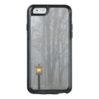 Snow Scene with Glowing Old Street Lamp OtterBox iPhone 6/6s Case