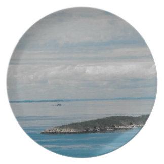 Solo Sister Island Plate