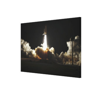 Space shuttle Discovery lifts off Canvas Print