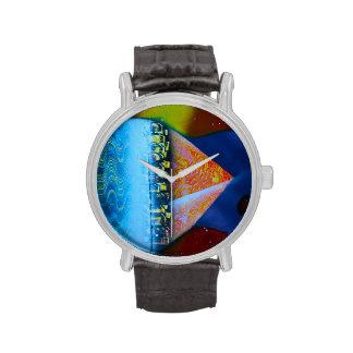 Spraypainting guitar pyramid city water wristwatch