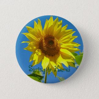 Spring is here! - Springtime sunflowers 6 Cm Round Badge