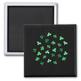 Square magnet with clover leaves
