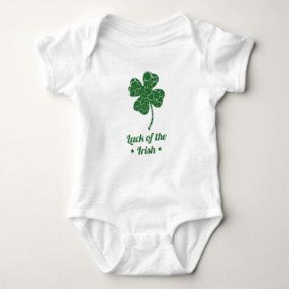 st patricks distressed lucky clover baby bodysuit