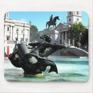 Statue and fountain in Trafalgar Square Mouse Pad