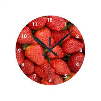 STRAWBERRIES 2 ROUND CLOCK