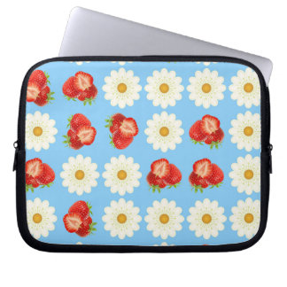 Strawberries and daisies laptop sleeve