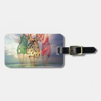STYLES MAY COME AND GO BUT GOOD FRIENDSHIPS LAST.j Luggage Tag