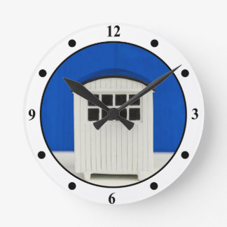 Summer Beach cabin in blue and white Round Clock
