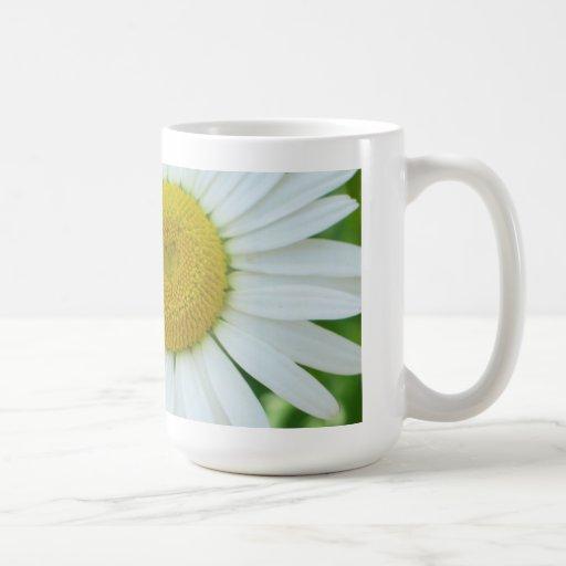 Sunny Center Yellow and White Daisy Coffee Mug