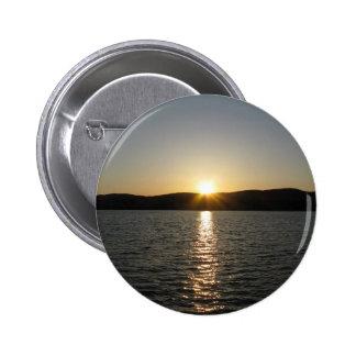 Sunset on Onota Lake: Vertical 6 Cm Round Badge
