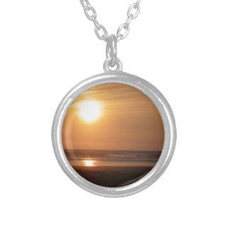 sunset pendanat round pendant necklace
