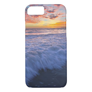 Surfing beach waves at sunset iPhone 8/7 case