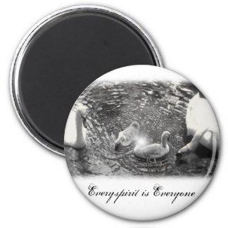 Swan Items 6 Cm Round Magnet