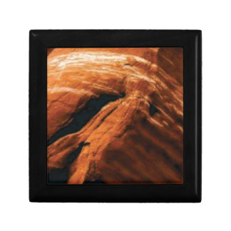 swelling red rock gift box