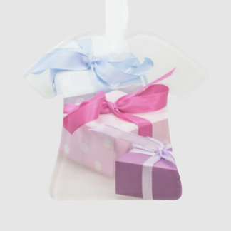 T-SHIRT ACRYLIC ORNAMENT W/PHOTO OF GIFT BOXES.