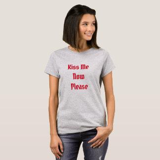 T-shirt, Kiss me Now Please T-Shirt
