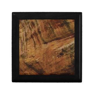 tan vertical sandstone lines gift box