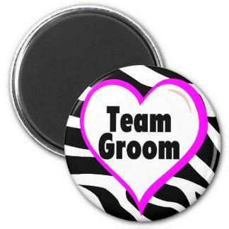 Team Groom (Heart Zebra Print) 6 Cm Round Magnet
