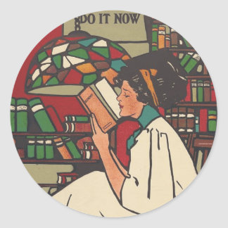 TEE Book Worm Classic Round Sticker