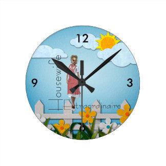 TEE Housewife Extraordinaire Round Clock