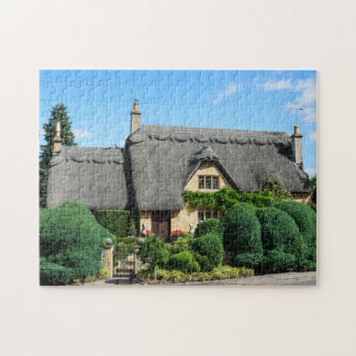 Thatched roof cottage in Chipping Campden Jigsaw Puzzle