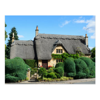 Thatched roof cottage in Chipping Campden Postcard