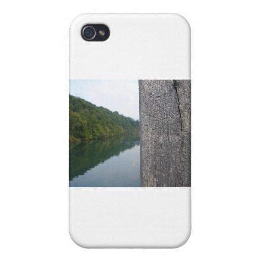 The bridge cases for iPhone 4