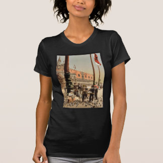 The Doges' Palace and the Columns of St. Mark's, V Tshirt