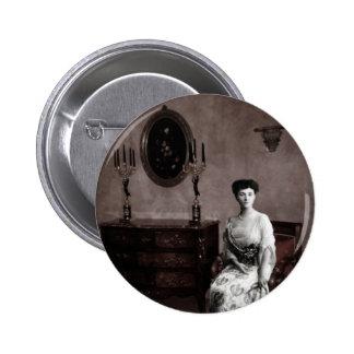 The feminine ghost 6 cm round badge