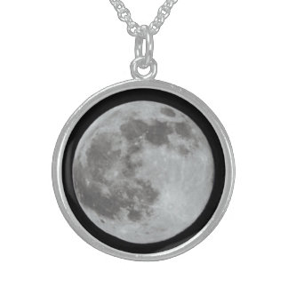 The Full Moon Round Pendant Necklace