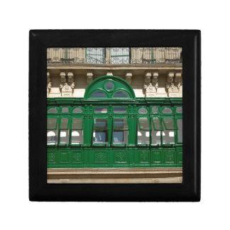 The green balcony gift box