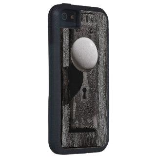 The old wooden door case for iPhone 5