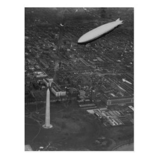 The US Airship 'USS Los Angeles' ZR3 flying over Postcard
