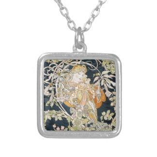 The woman who has miyushiya and hinagiku silver plated necklace