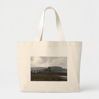 The wonderful Eilean Donan Castle in Scotland Canvas Bag