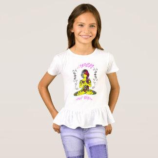 they woman meditation- beach kids T-Shirt