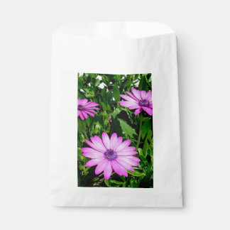 Three Pink Daisy Flowers Favour Bag