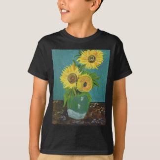 Three Sunflowers in a Vase, van Gogh T-Shirt