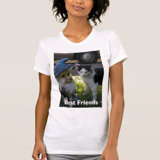 Tibby cat and lawn gnome Best Friends T-Shirt