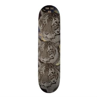 tiger big cat realist portrait painting monochrome 20.6 cm skateboard deck