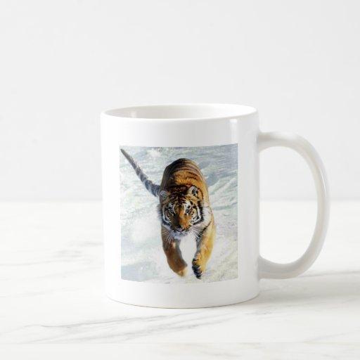 Tiger running in snow coffee mugs