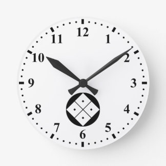 Tilted four-square-eyes in rice cake round clock