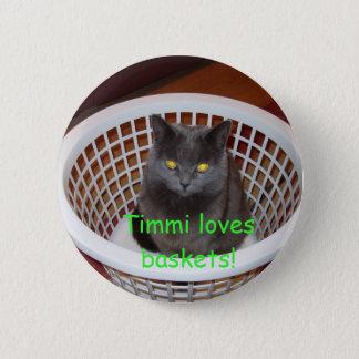 Timmi loves baskets 6 cm round badge