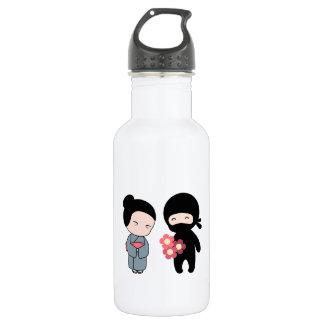 Tiny Ninja Gifting Flowers to Older Japanese Woman 532 Ml Water Bottle