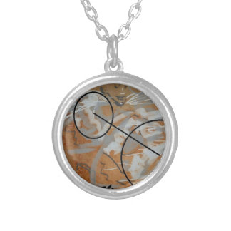 to glue and round metal pendant (leafed/silver)