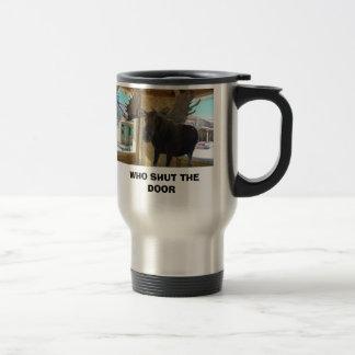 Tok, WHO SHUT THE DOOR Travel Mug