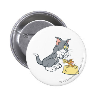 Tom and Jerry Feed The Cat 6 Cm Round Badge