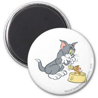Tom and Jerry Feed The Cat 6 Cm Round Magnet