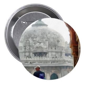 Tourist in gateway 7.5 cm round badge