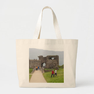 Tourists and the path in the Urquhart Castle Bags